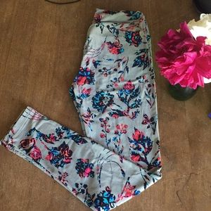 Lularoe OS leggings gray with roses